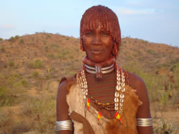 A Hamer woman wearing a projected neck-ring